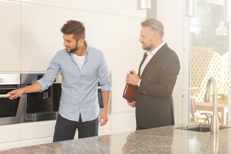 Visiter un bien avec un agent immobilier