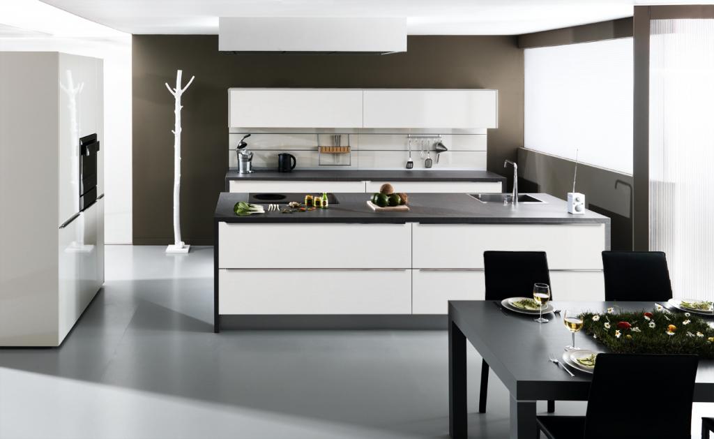 Cuisine Schmidt noire et blanche moderne et design au style épuré